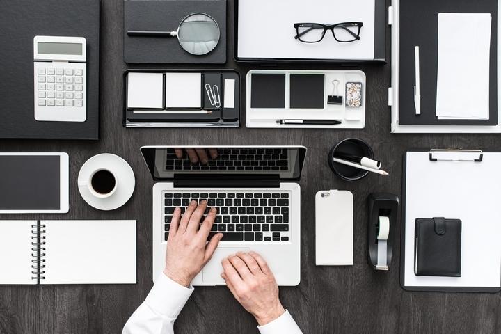 5 Best Office Desk Supplies To Improve